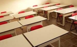 scuola banchi aula
