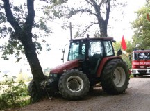 Trattore contro albero a Senigallia