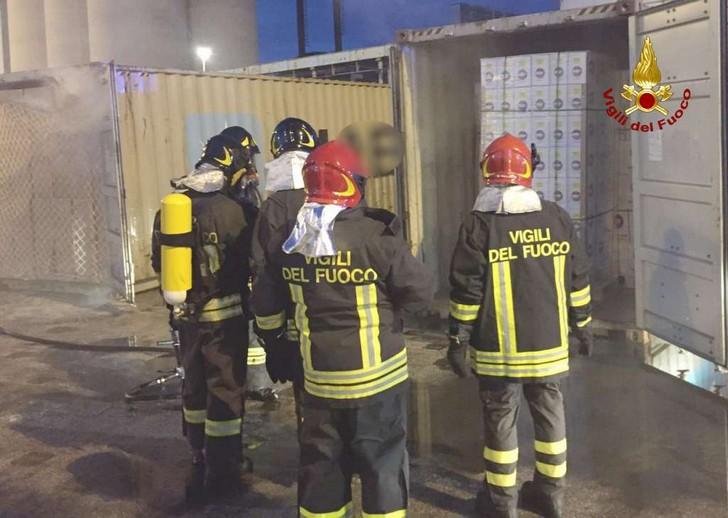 Incendio in area portuale ad Ancona