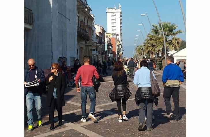Porto Recanati. Molte le persone che si sono spostate sulla costa marchigiana
