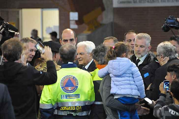 Mattarella tra gli sfollati: