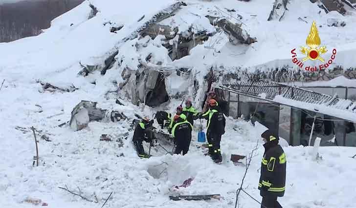 Valanga hotel Rigopiano: sesta vittima, 23 i dispersi sotto la neve fotogallery