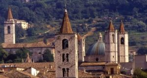 Ad Ascoli un percorso tra le torri medievali
