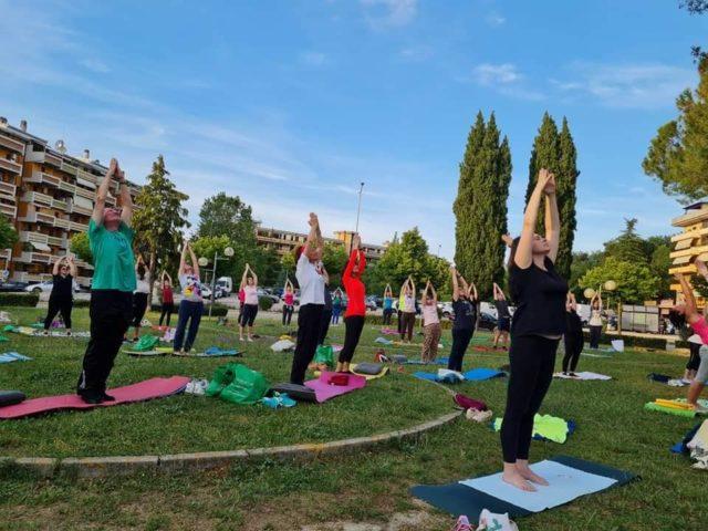 A Folignano al via Summer Yoga