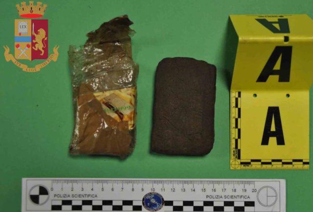 Lido Tre Archi a Fermo, 20enne trovato dalla polizia con un etto di hashish